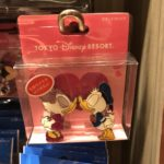 TDR Donald and Daisy Kiss Standing Clip